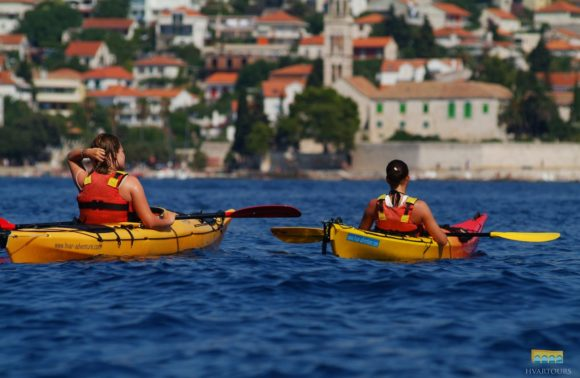 Sea kayaking to Paklinski islands